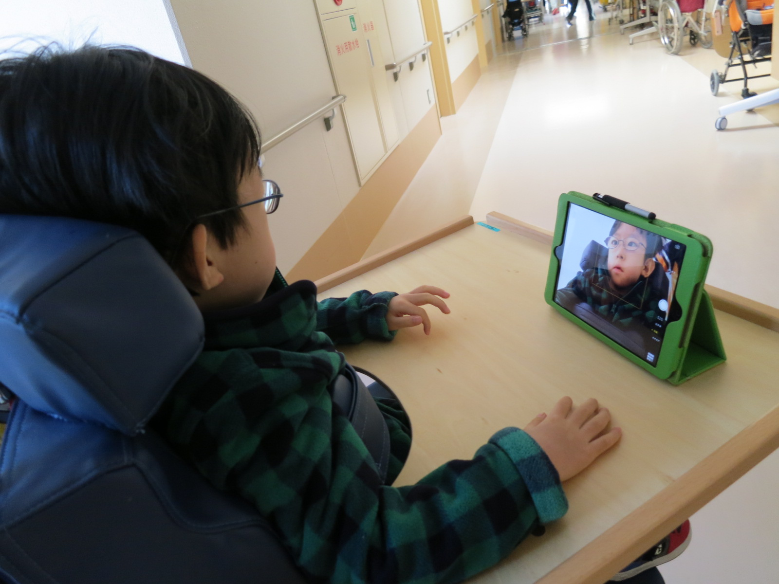 子どもの表情観察カメラ(評価用)